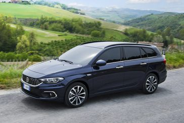 fiat-TIPO-lounge-stationwagon-blue-familycar-gallery-02-desktop-580x390