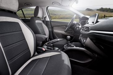 fiat-TIPO-sdesign-black-familycar-gallery-interior-03-desktop-580x390