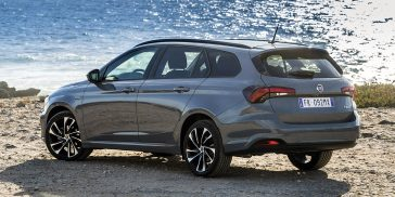 fiat-TIPO-sdesign-stationwagon-gray-familycar-gallery-04-desktop-1160x580